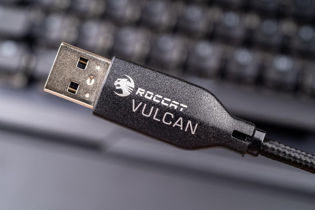 Đánh giá bàn phím Roccat Vulcan 121 Aimo
